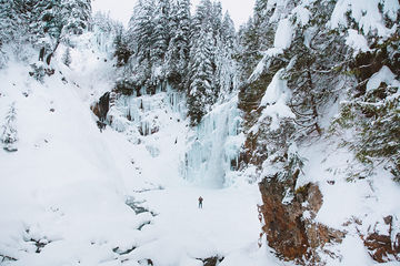 Frozen-Franklin-Falls-Washington-TheMandagies.jpg