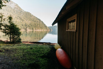 Cabin-Lake-Crescent-Washington-TheMandagies.jpg