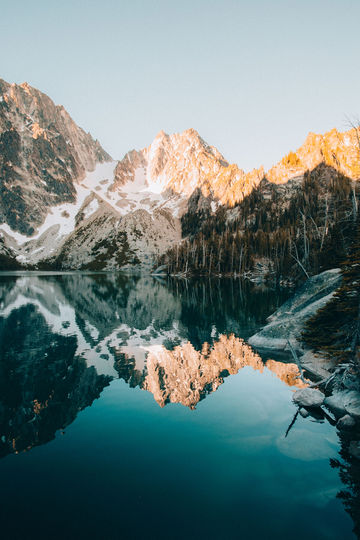 Colchuck-Lake-Washington-TheMandagies.jpg